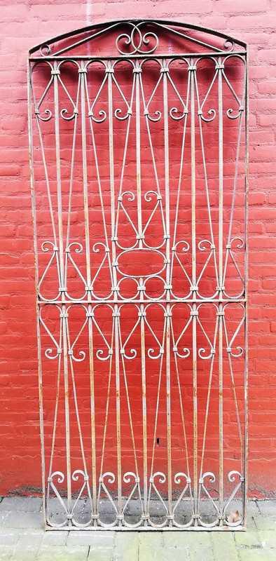 Antique ornamental fence-1