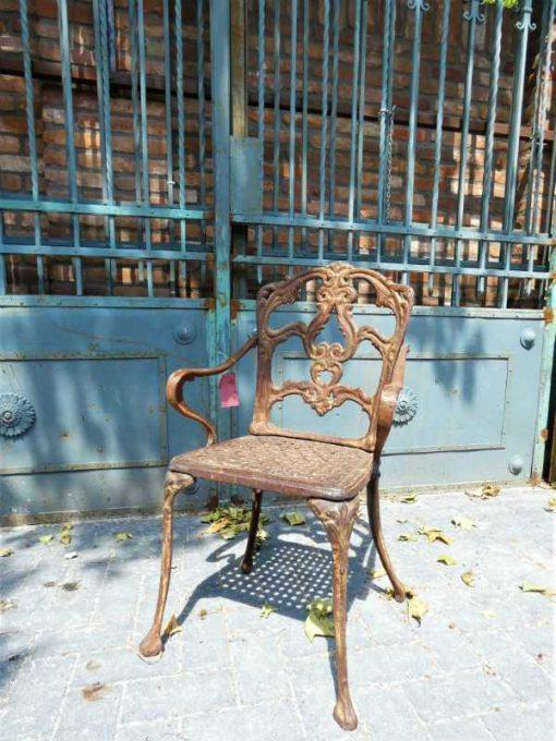 Gusseiserner Stuhl-1