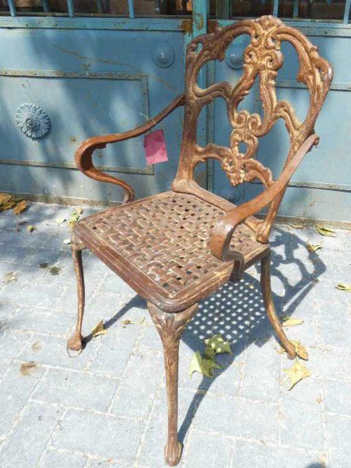 Gusseiserner Stuhl-2