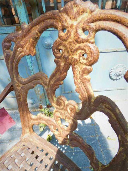 Gusseiserner Stuhl-3