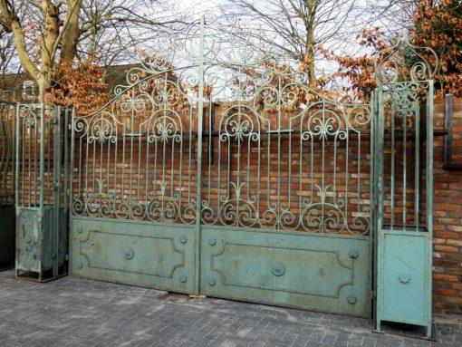 Smeedijzeren poort met zuilen hxb 320x295 cm-1