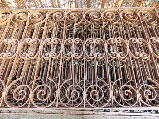 Antieke smeedijzeren balkon hekwerk van ca 86 cm hoog-2