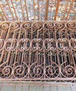Antieke smeedijzeren balkon hekwerk van ca 86 cm hoog-3