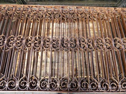 Antieke smeedijzeren hekwerk van ca 97 cm hoog-2