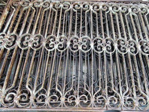 Antieke smeedijzeren hekwerk van ca 97 cm hoog-4