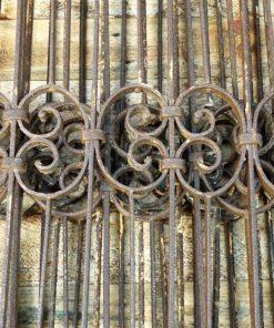 Antieke smeedijzeren hekwerk van ca 97 cm hoog-5
