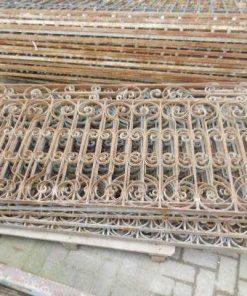 Antieke smeedijzeren balkon hekwerk ca 95 cm hoog-4