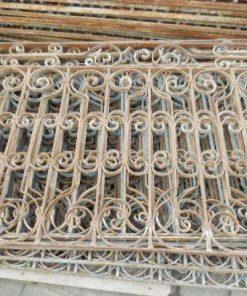 Antieke smeedijzeren balkon hekwerk ca 95 cm hoog-5