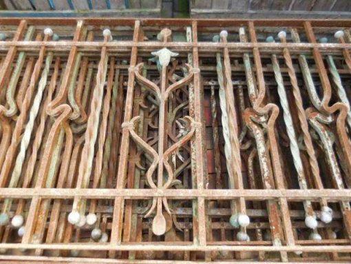 Antieke smeedijzeren balkon hekwerk-2