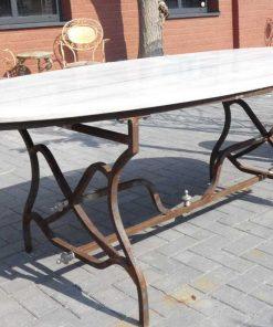 Ovale tuin tafel met smeedijzeren onderstel en marmeren blad-1