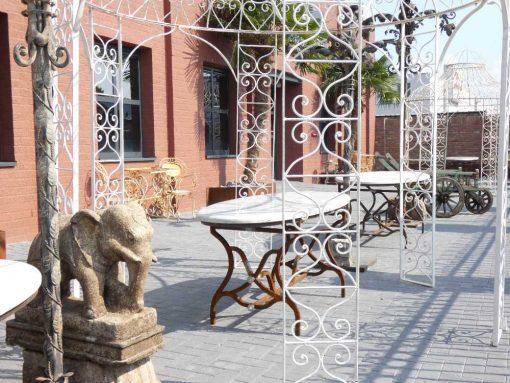 Oval garden table-4