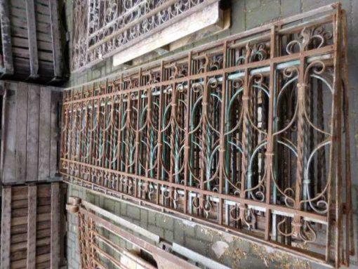 Antieke smeedijzeren balkon hekwerk-1