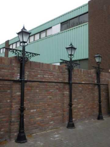 Black cast iron lampposts-2