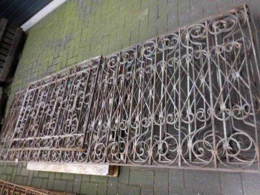 Antieke ambachtelijk gesmeden balkon hekwerk-1