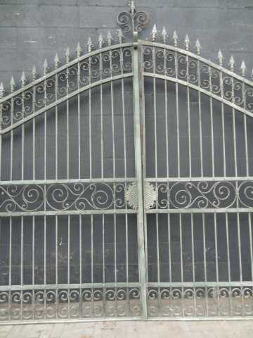 Wrought iron gate columns-1