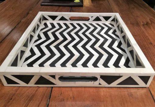 Dekorative schwarz-weiße quadratische Schale-1