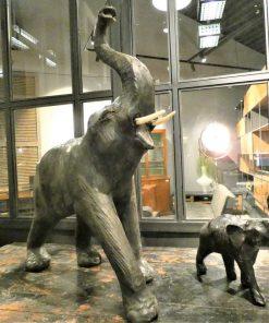 Oude decoratieve leren beeldjes van dieren-1