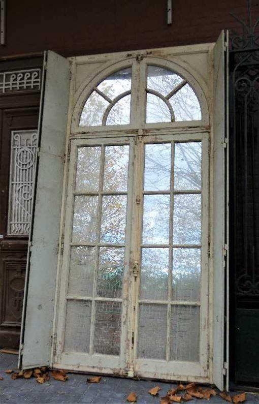 Grote spiegel in kozijn van antieke deur-1