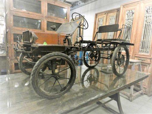 Antique staircase car-1