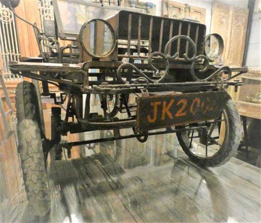 Antique staircase car-5