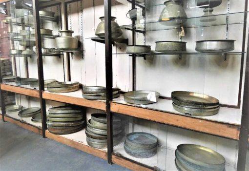 Alte Kupferschüsseln