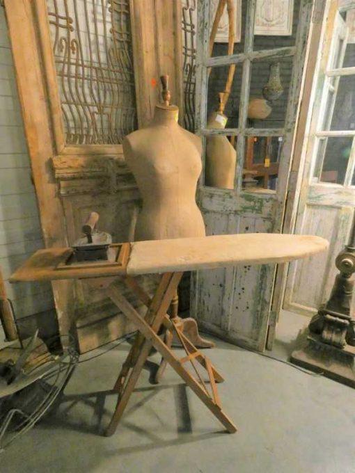 Antieke strijkplank met strijkijzer-2