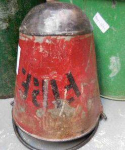 Alte rote Feuerlösch-Eimer-2
