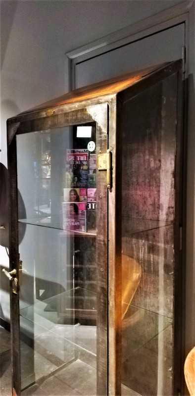 Antieke metalen vitrine kast-2