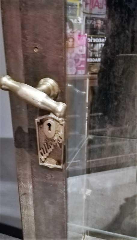 Antieke metalen vitrine kast-4