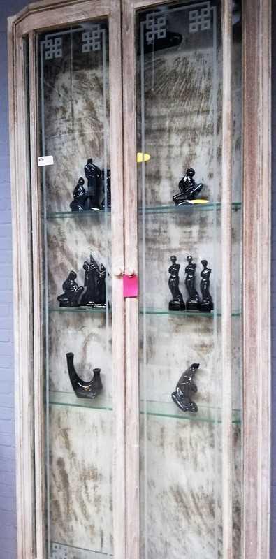 Vintage shallow display case-2
