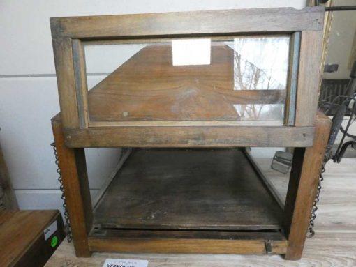 Antieke vitrine kastje met hangketting.-2