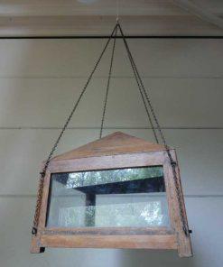 Antieke vitrine kastje met hangketting.-5