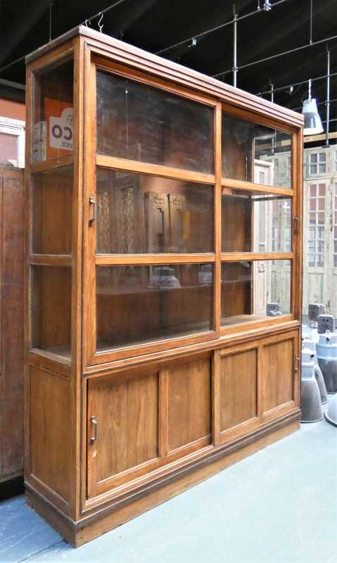 Antieke vitrine kast van hxb 225x195 cm-1
