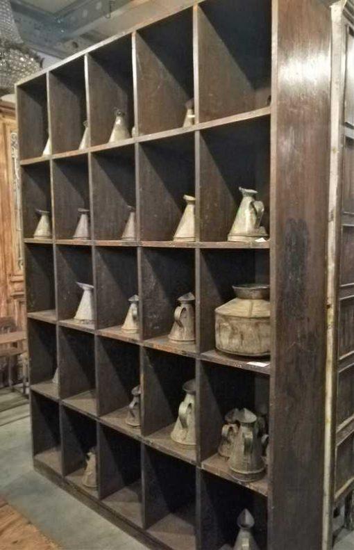 Vintage massief houten kast met open vakken-1
