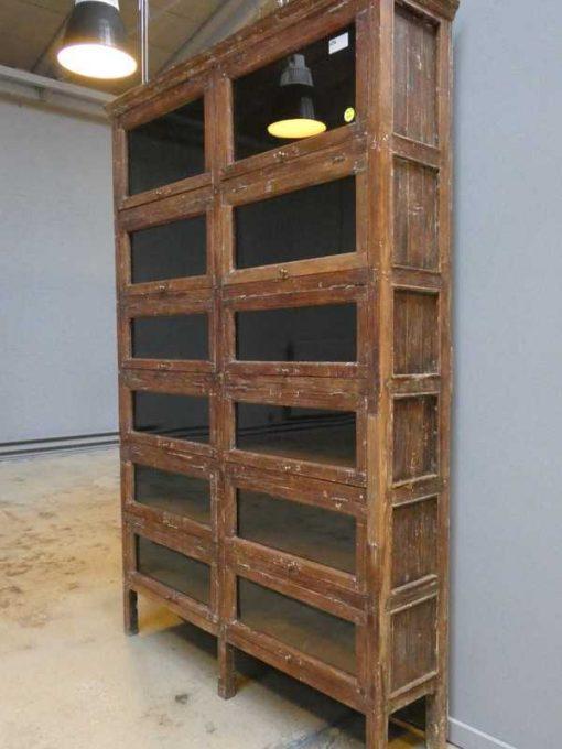 Antiker Schrank mit Klappen-4