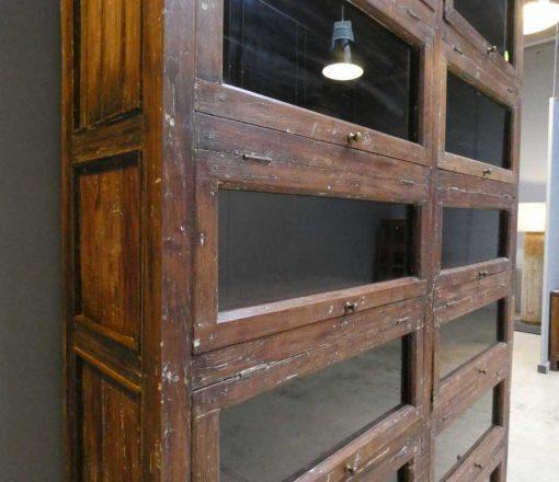 Antiker Schrank mit Klappen-5