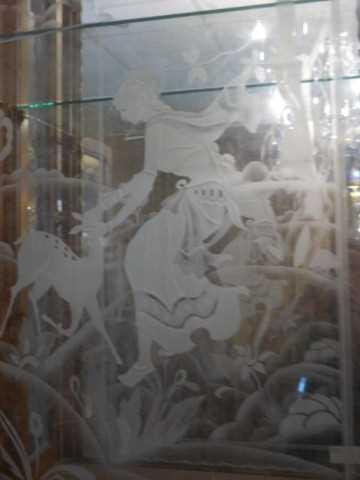 Antiek vitrine kastje met gegraveerd glas-3