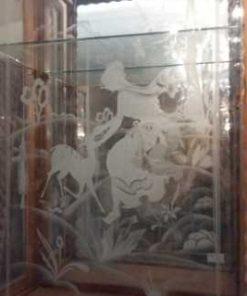 Antiek vitrine kastje met gegraveerd glas-5