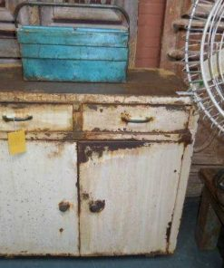 Industrieel vintage metalen dressoir in wit-1