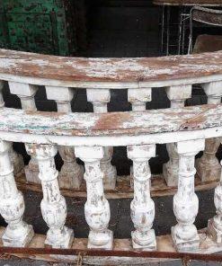 Oude half ronde houten balustrade-1