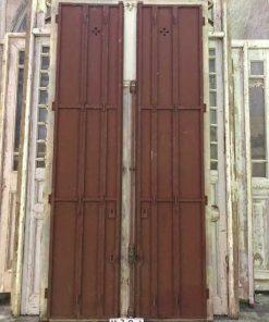 Antieke ramen met ijzeren louvre deuren-4