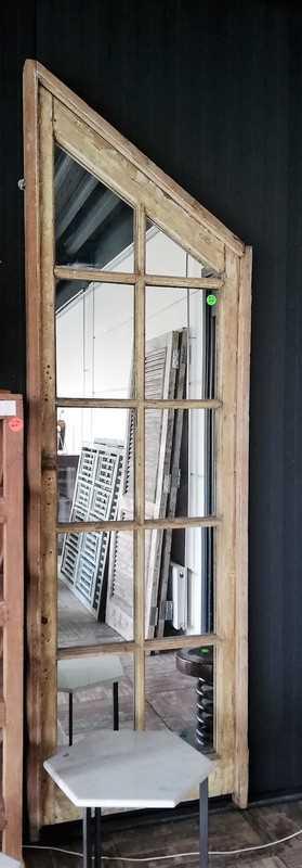 Antike Fenster mit Spiegeln-1
