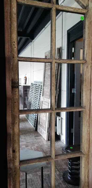 Antike Fenster mit Spiegeln-3
