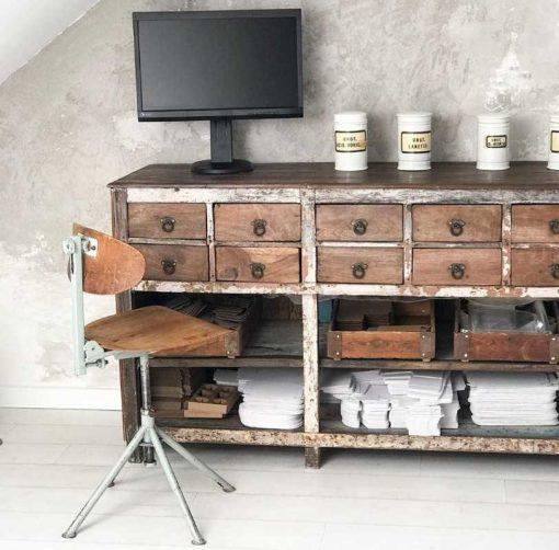 Vintage workbench in beauty salon-1
