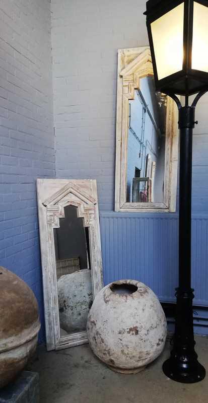 Spiegel im Holztisch-1