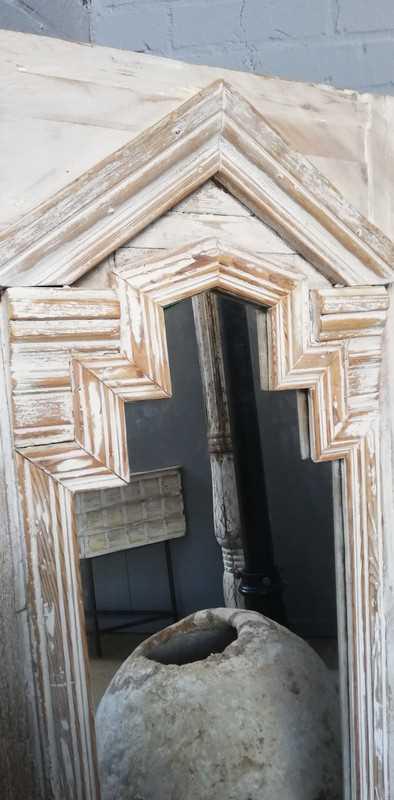 Spiegel im Holztisch-3