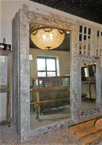 Industrieller Spiegel mit Metallrahmen-1