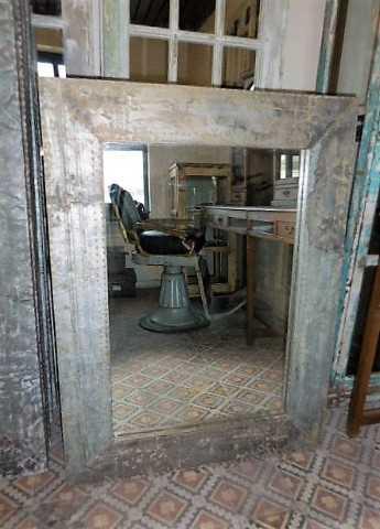 Industrieller Spiegel mit Metallrahmen-4