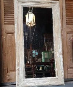 Spiegel mit weiß getünchtem Holzrahmen-1