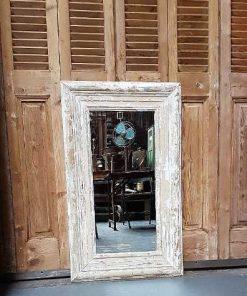 Spiegel mit getünchtem Holzrahmen-1